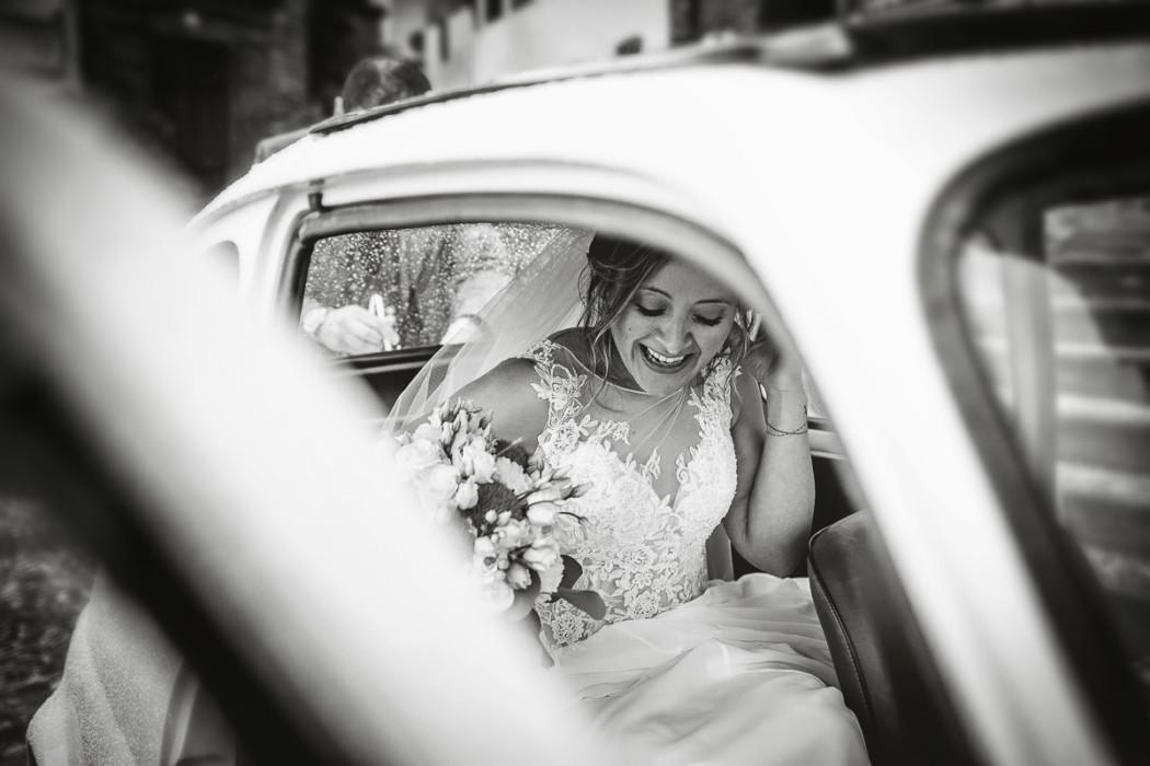 Fotografo-matrimonio-Torino-matrimonio-ad-Andezeno-e-alla-Tenuta-San-Michele-di-Moncucco-Torinese-di-Giulia-e-Denis-1627-bw-1050x700